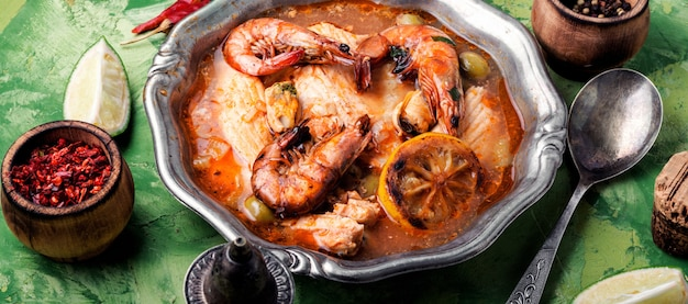 Sopa de mariscos con langostinos y mejillones