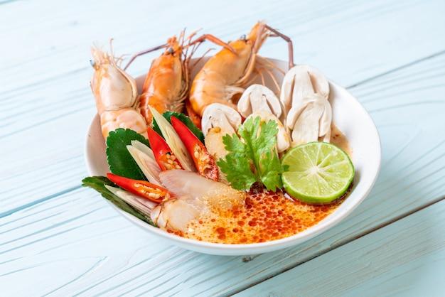 Sopa picante de camarones (tom yum goong)