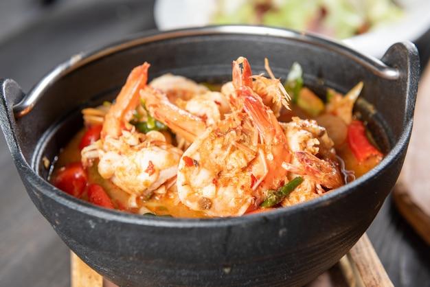 Sopa tailandesa de tom yum