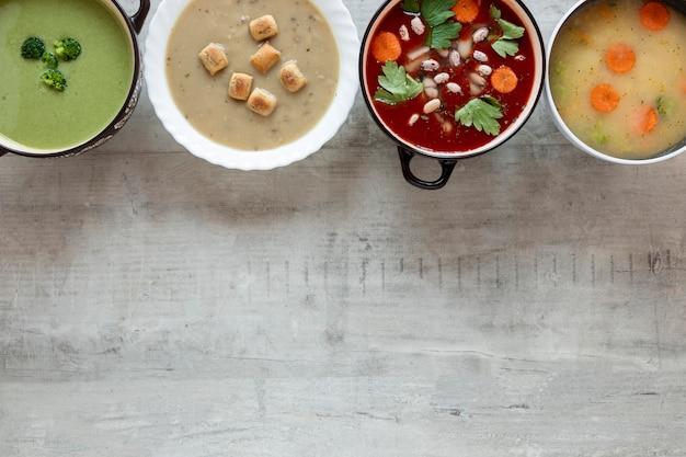 Sopas de crema de verduras copia espacio