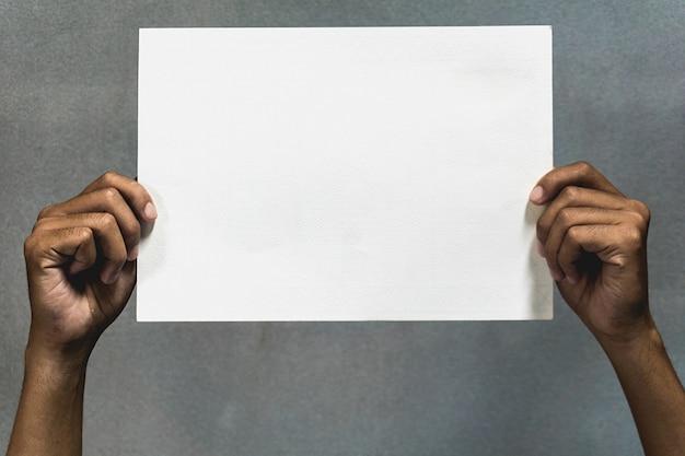 Soporte de papel blanco