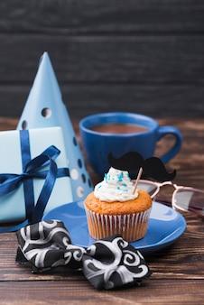 Sorpresa para el cupcake de alta vista del día del padre