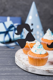 Sorpresa para los cupcakes con vista frontal del día del padre