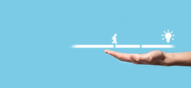 Sostenga un bloque de conexión entre dos conjuntos de puentes para que un hombre de silueta camine icono de idea.