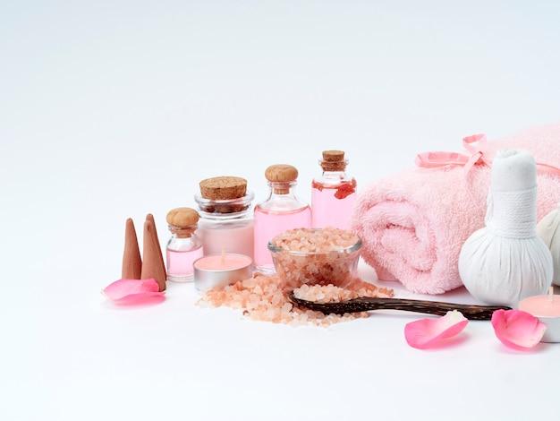 Spa de aceite de rosa, sal rosa del himalaya.