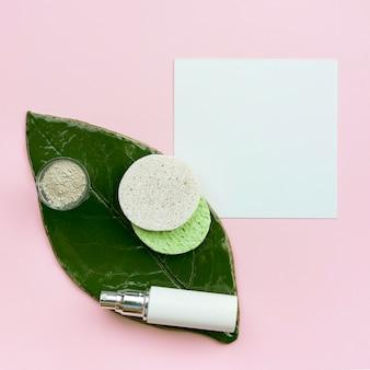 Spa belleza y concepto saludable con hoja plana lay