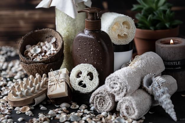 Spa productos para el cuidado de la piel en marrón y blanco