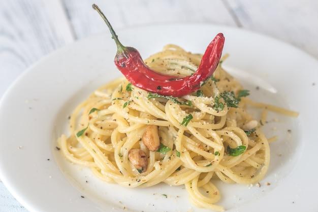 Spaghetti aglio olio e vesscino