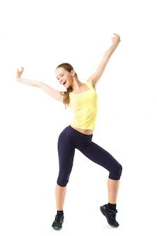 Sport fitness mujer, joven sana haciendo ejercicios, retrato de cuerpo entero aislado sobre pared blanca