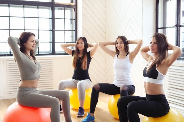 Sport indoor, fitness en el gimnasio.