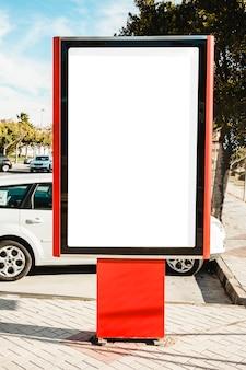 Stand de publicidad de la ciudad vacía