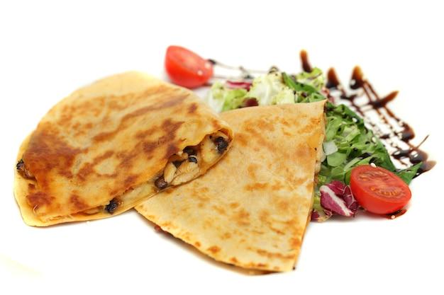 Steak quesadilla - comida de restaurante, cocina mexicana