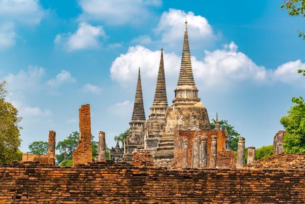 Stupas en wat phra si sanphet en el parque histórico de ayutthaya, tailandia