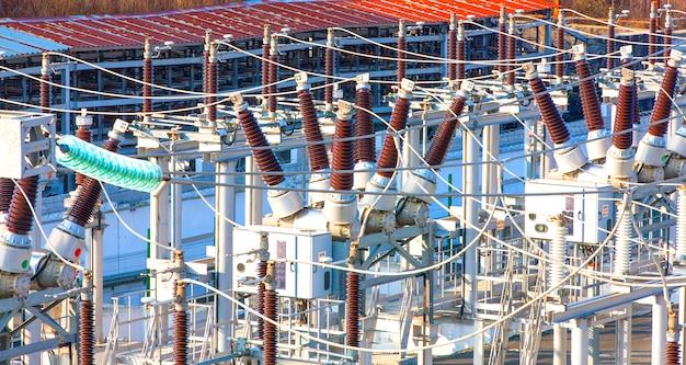 Subestación transformadora de potencia de alta tensión.
