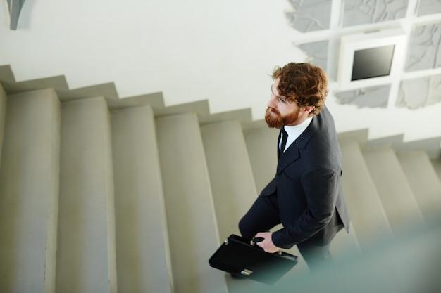 Subiendo escalera corporativa