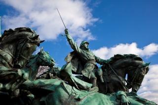 Subvención de la caballería monumento guerrero