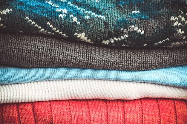 Suéteres de punto abrigados para el clima de otoño e invierno.