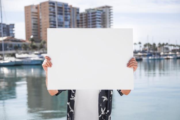 Sujetando tablón