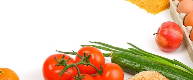 Suministro de alimentos, copyspace sobre un fondo blanco