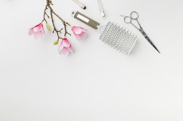 Suministros de cabello metálico copia espacio