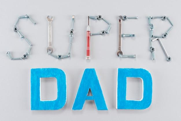 Súper papá inscripción hecha de herramientas.