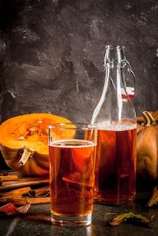 Superalimentos de otoño. dieta saludable vegana tarta de calabaza kombucha