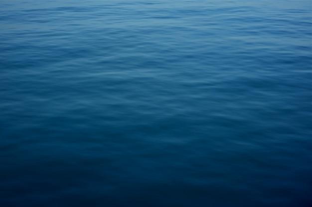Superficie del agua azul