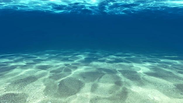 Superficie de la arena debajo del agua