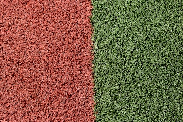 Superficie artificial verde y roja