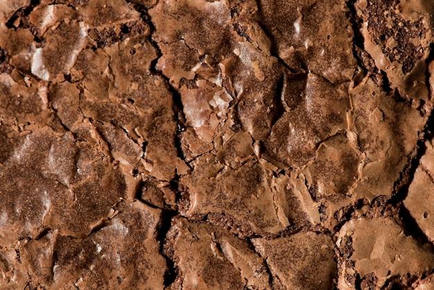 Superficie de brownie agrietado al horno con textura
