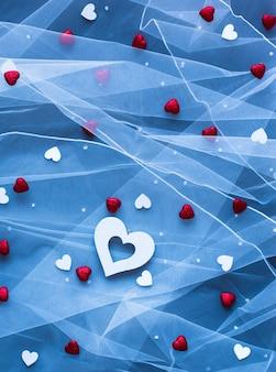 Superficie del día de san valentín, con corazones y diversos elementos románticos.