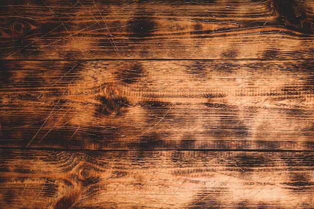 Superficie de madera vieja con arañazos y manchas