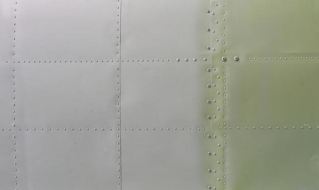 Superficie metálica de aviones militares
