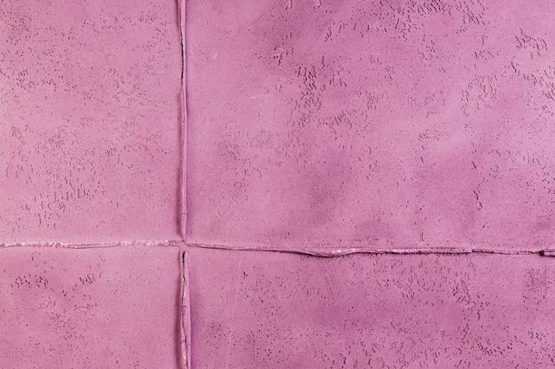 Superficie de muro de hormigón rosa con junta