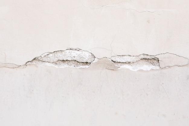 Superficie de pared gruesa con grieta