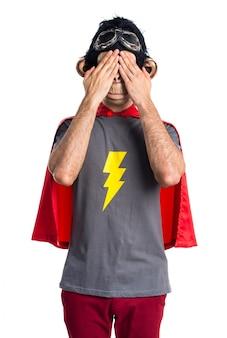 Superhéroe, mono, hombre, cubrir, el suyo, ojos