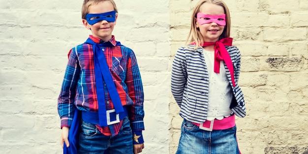 Superhéroes niños amigos valiente adorable concepto