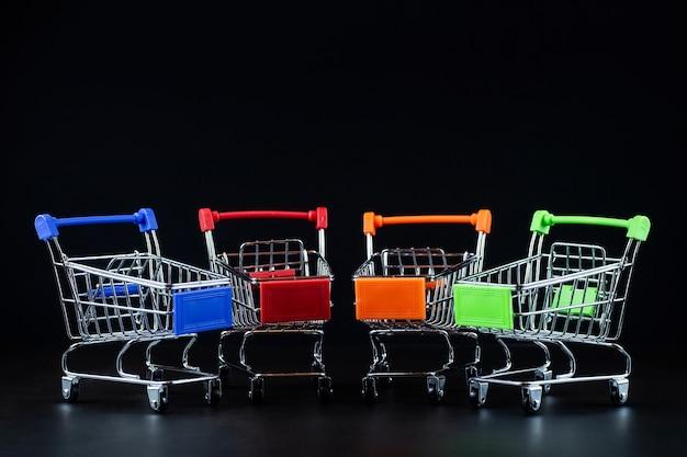 Supermercado de abarrotes carrito de carro realista, carrito de compras vacío para el comprador, concepto de consumismo, concepto menos causa de compras comportamiento del consumidor efecto de compra en línea