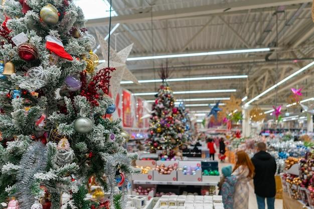 Supermercado de navidad borrosa.