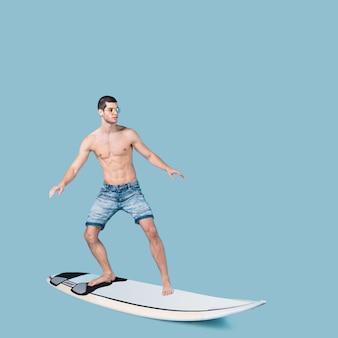 Surfista montando olas