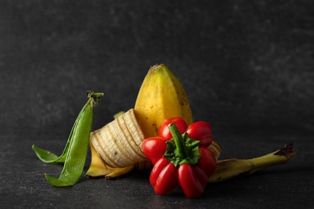 Surtido de abono a base de alimentos podridos