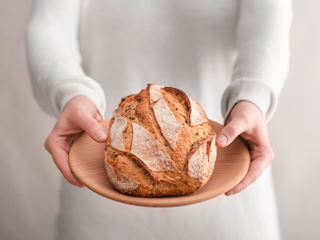Surtido de alimentos con pan de cerca