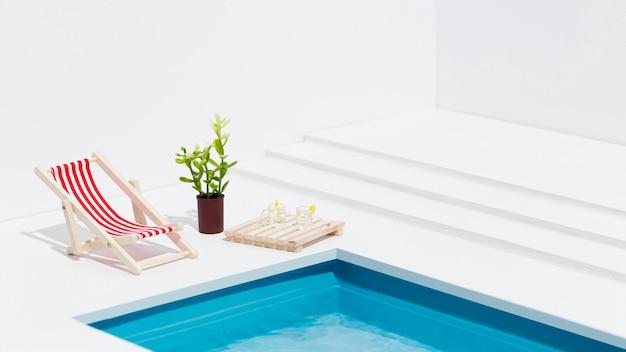 Surtido de bodegones de piscina en miniatura