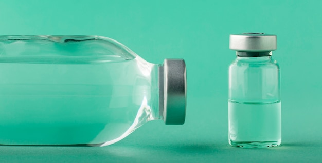 Surtido de botellas de vacunas en verde