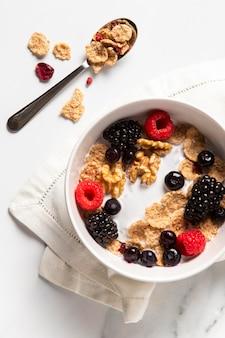 Surtido de cereales de tazón saludable
