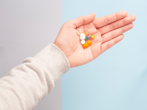 Surtido colorido píldoras de medicina farmacéutica