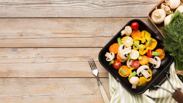 Surtido colorido de verduras con espacio de copia