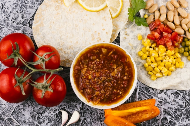 Surtido de comida saludable mexicana.