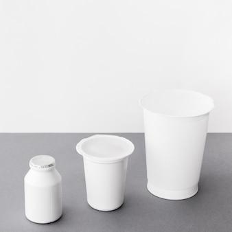 Surtido de contenedores de productos lácteos