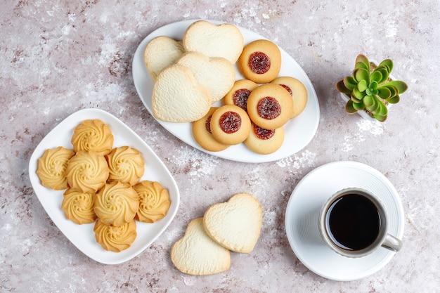 Surtido de deliciosas galletas frescas